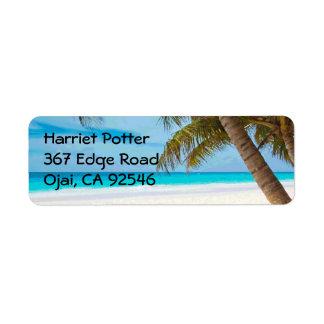Palmeras tropicales de la playa de la multa del etiqueta de remitente