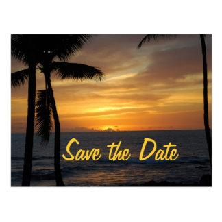 Palmeras tropicales que casan la fecha tarjeta postal