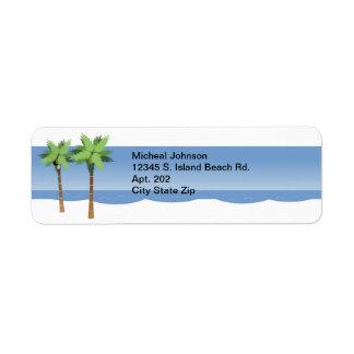 Palmeras tropicales y océano de la playa etiqueta de remitente