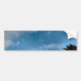 palmeras y cielo etiqueta de parachoque