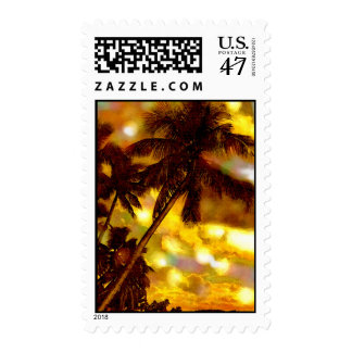 Palmeras y franqueo amarillo de la puesta del sol timbres postales