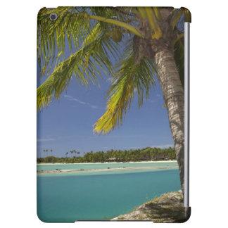 Palmeras y laguna, centro turístico isleño de la e