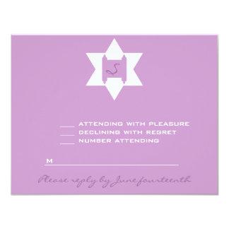 "Palo púrpura Mitzvah RSVP del Tess de Stephanie Invitación 4.25"" X 5.5"""
