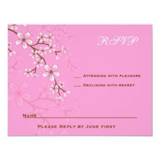 """Palo rosado Mitzvah RSVP de los flores de Gabriela Invitación 4.25"""" X 5.5"""""""
