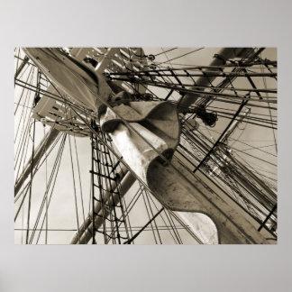 Palo y vela altos de la nave póster