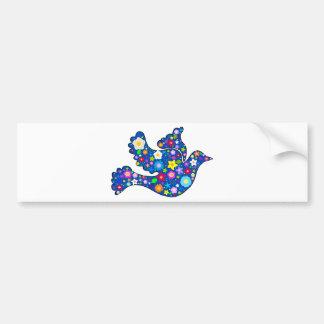 Paloma azul de la paz hecha de flores decorativas etiqueta de parachoque