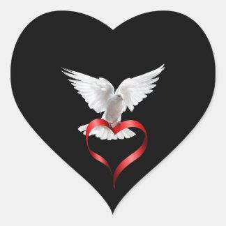 Paloma del blanco pegatina en forma de corazón