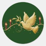 Paloma del navidad del oro de las velas de la paz etiqueta redonda