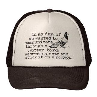 Paloma divertida del pájaro del gorjeo de la edad gorros bordados