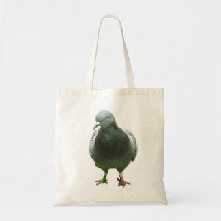 Paloma en un bolso