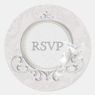 Palomas blancas y el casarse de RSVP del cordón de Pegatina Redonda
