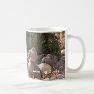 Palomas de la mañana taza clásica