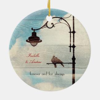 Palomas de la tortuga - amor y fidelidad adorno navideño redondo de cerámica