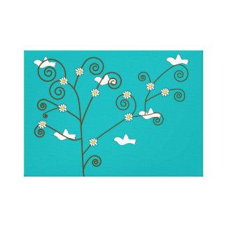 Palomas en una impresión estirada árbol de la lona