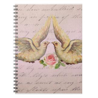 Palomas románticas en collage del vintage del amor libro de apuntes con espiral