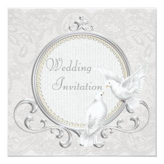 Palomas y invitación blancas del boda del cordón