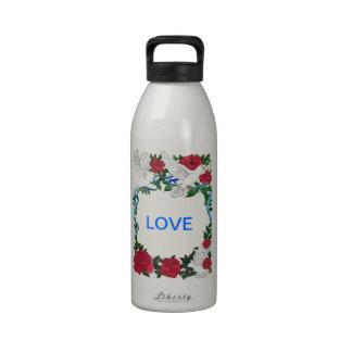 Palomas y rosas románticos botella de agua reutilizable