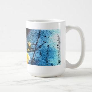 Palomitas en la taza de café de la nieve #1
