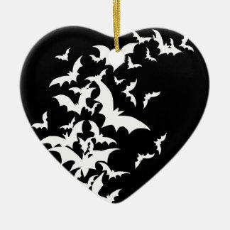 Palos blancos en negro adorno de cerámica en forma de corazón