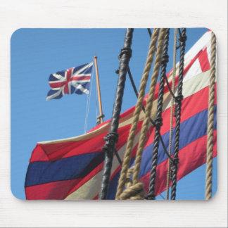 Palos de la nave en Jamestowne histórico Tapete De Ratón
