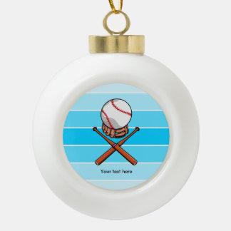 Palos del softball y de la cruz con las rayas adorno de cerámica en forma de bola