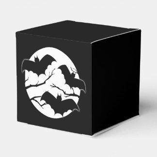 Palos fantasmagóricos lindos en cajas del favor de cajas para detalles de boda