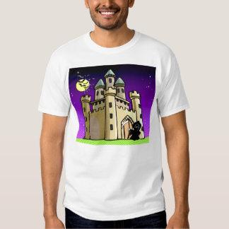 Palos y parca del castillo en la puerta del remera