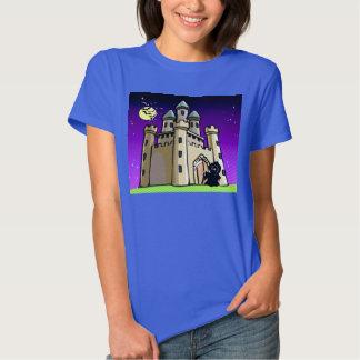 Palos y parca del castillo en la puerta del remeras