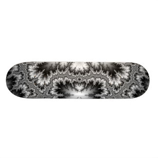 Pan de almendra de flor de hielo en la niebla skateboard