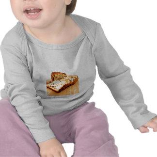 Pan de canela de la pasa camisetas