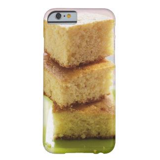 Pan de maíz, corte en los cubos (en una pila) funda de iPhone 6 barely there