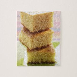Pan de maíz, corte en los cubos (en una pila) rompecabeza
