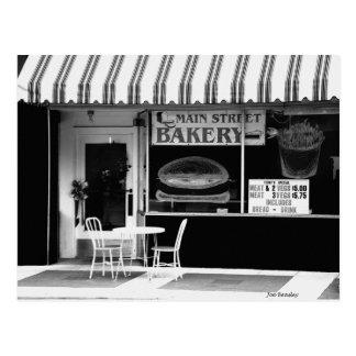 Panadería de la calle principal postales