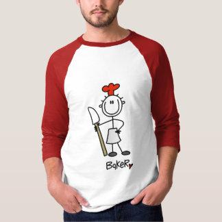 Panadero con las camisetas y los regalos del poleras