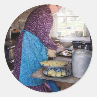 Panadero - preparación de la cena pegatina redonda