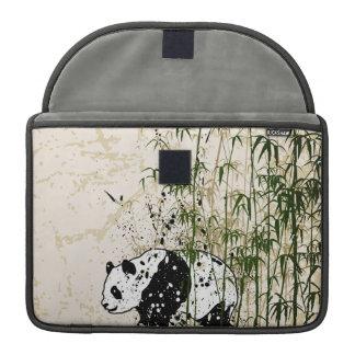 Panda abstracta en el bosque de bambú funda macbook pro