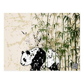Panda abstracta en el bosque de bambú postal