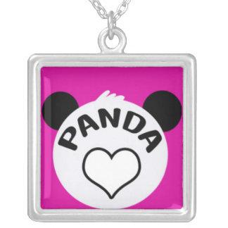Panda calurosa en rosa colgante cuadrado