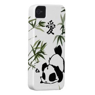 "Panda china linda del ""amor"" con los bambúes iPhone 4 Case-Mate cobertura"