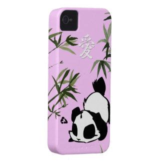"Panda china linda del ""amor"" con los bambúes Case-Mate iPhone 4 cobertura"