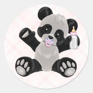 Panda con la niña del rosa del pacificador pegatina redonda