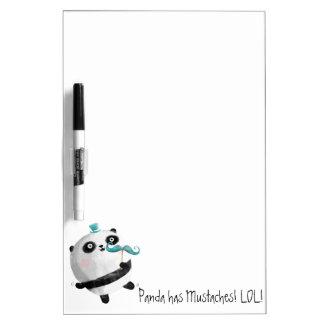 Panda con los bigotes tablero blanco