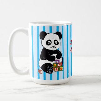 Panda con los bloques del juguete taza clásica