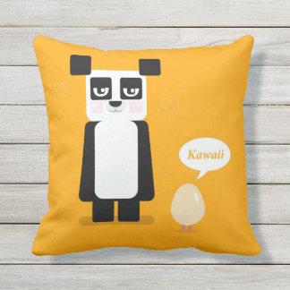 Panda de Kawaii con la almohada del huevo