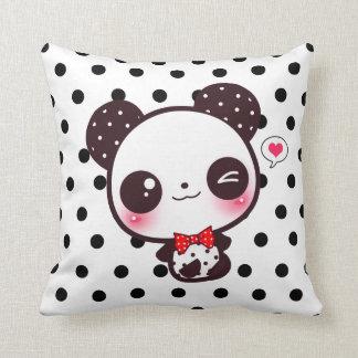 Panda de Kawaii en lunares negros Cojín