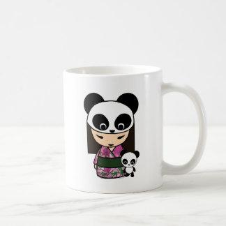 Panda de Kokeshi por MonkeyHut Taza Clásica