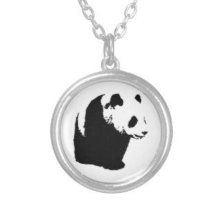Panda del arte pop collar plateado