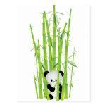 Panda del bebé en el bosque de bambú postal