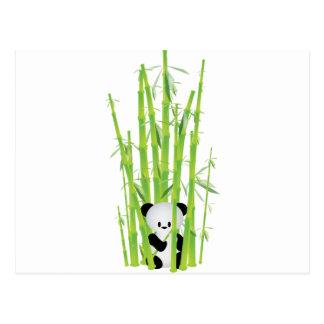Panda del bebé en el bosque de bambú postales