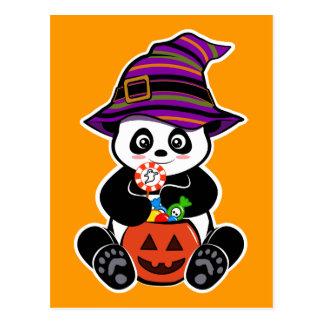 Panda del kawaii de Halloween con los caramelos Postal